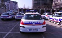 Cinq jeunes gens dépouillés sous la menace d'une arme à Mantes-la-Jolie (Yvelines)
