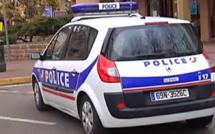 Près de Rouen, ils  menacent des parents d'élèves puis des policiers  municipaux avec un fusil d'assaut