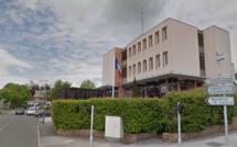 Un homme à moitié nu retrouvé près du commissariat de police d'Élancourt (Yvelines)