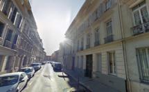 Rouen : le jeune homme découvert inconscient sur la chaussée aurait chuté du 3ème étage