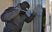 Chuchotements et bruits de pesée  derrière sa porte : deux cambrioleurs  interpellés aux Mureaux (Yvelines)