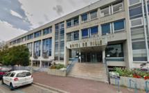 Elle prévient la police qu'une bombe va exploser devant la mairie de Sotteville-lès-Rouen