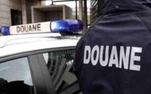 550 cartouches de cigarettes de contrebande dans une voiture interceptée sur l'A13 au péage de Beuzeville (Eure)