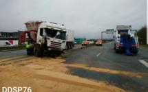 La Sud3 coupée près de Rouen : un camion de blé se couche après l'éclatement d'un pneu