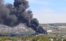 Yvelines : violent incendie dans une entreprise de recyclage de métaux sur la zone portuaire de Limay