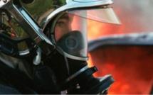 Une voiture s'enflamme et endommage la toiture d'une maison, à Darnétal près de Rouen