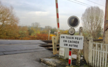 Eure : une voiture percutée par un train à un passage à niveau à Authou, un blessé grave