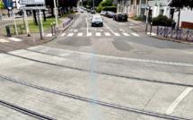 Seine-Maritime : une voiture en feu sur les voies bloque le trafic du tramway près de Rouen