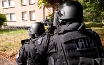 Yvelines : retranché dans sa chambre d'hôtel, le forcené est maîtrisé par les policiers du Raid
