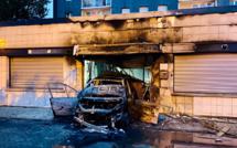 Des locaux associatifs attaqués à la voiture bélier et incendiés cette nuit à Poissy (Yvelines)