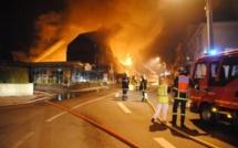 Un magasin de bricolage détruit par un incendie à Eu: les quatre employés au chômage