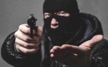 Hold-up dans un bar-tabac du Havre : le malfaiteur vêtu de noir, cagoulé et armé repart avec la recette
