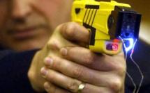 Yvelines : hystérique, elle est  maîtrisée avec un pistolet électrique aux Clayes-sous-Bois