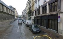 Un homme de 22 ans poignardé par un inconnu en pleine rue à Rouen