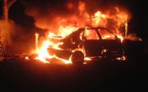 Voiture en feu et sur le toit à Vexin-sur-Epte (Eure) : le conducteur reste introuvable