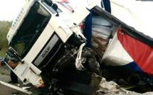 Seine-Maritime : un poids lourd couché sur les voies, l'autoroute A28 coupée dans les deux sens
