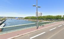 Rouen : les sapeurs-pompiers à la recherche d'un homme tombé dans la Seine depuis le pont Jeanne-d'Arc