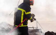 Seine-Maritime : un bâtiment ravagé par les flammes dans une ancienne pépinière à Aumale