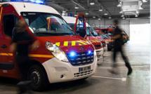 Neuf sapeurs-pompiers avec quatre véhicules de secours sont intervenus sur les lieux de l'accident - illustration