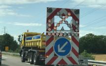 Un poids-lourd percute un camion de balisage et prend feu sur l'autoroute A13, dans l'Eure