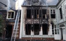 Seine-Maritime : les sapeurs-pompiers interviennent pour un feu dans un immeuble à Eu