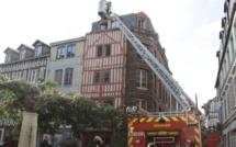 Un appartement totalement embrasé par un incendie en centre-ville de Rouen