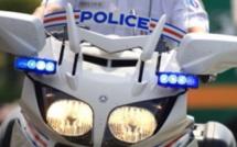 Évreux : le conducteur sans permis coupe la priorité aux  motards de la Police