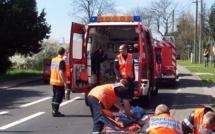 La voiture s'encastre sous un camion-benne et prend feu : la conductrice est tuée