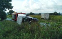 Accident de la route à Ménerval : un conducteur coincé sous son véhicule, gravement blessé
