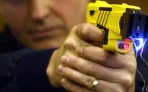 Yvelines. Maîtrisé à l'aide d'un pistolet électrique après avoir menacé de mort des policiers