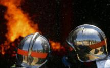A Duclair, en Seine-Maritime, un hangar agricole ravagé par les flammes en pleine nuit