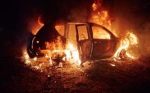 Une quinzaine de véhicules ont été détruits ou endommagés par le feu - Illustration © Adobe Stock
