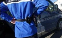 La fermeture du centre commercial d'Etalondes sous la protection des gendarmes