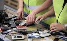 Environnement : Le recyclage des vieux téléphones d'Orange passe par le Havre