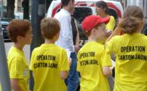 Piétons imprudents : 150 cartons jaunes distribués par les écoliers à Rouen