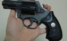 Différend entre automobilistes : un sexagénaire menace sa victime avec une arme de poing