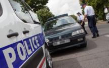 La Golf percute un véhicule sanitaire avec 4 enfants à bord pour échapper aux policiers à Mantes-la-Jolie