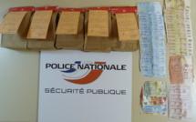 Saint-Etienne-du-Rouvray : sous son lit, une valise contenant 3,6 kg de drogue et 3 000€