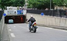 Rouen. La 206 glisse sur la chaussée mouillée dans un virage et se retourne dans le tunnel