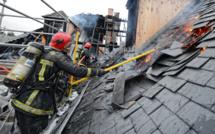 Un pavillon en travaux détruit par les flammes à Versailles