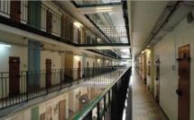 Feu de poubelle à la prison de Bois-d'Arcy : sept surveillants incommodés par les fumées