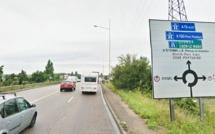 Social : les routiers bloquent le rond-point des Vaches, près de Rouen, lundi matin