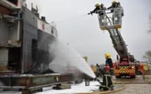 Incendie à bord d'un automoteur en cale sèche au chantier naval d'Achères