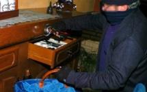 Le Pecq : trois pseudo-policiers fouillent la maison et repartent avec les bijoux