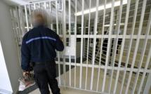 Un surveillant frappé par un détenu et un autre menacé de mort à la prison de Val-de-Reuil