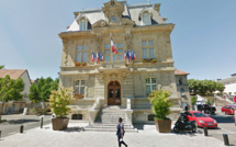 "Mort de Michel Rocard : ""sa"" ville de Conflans-Sainte-Honorine lui rendra hommage lundi"